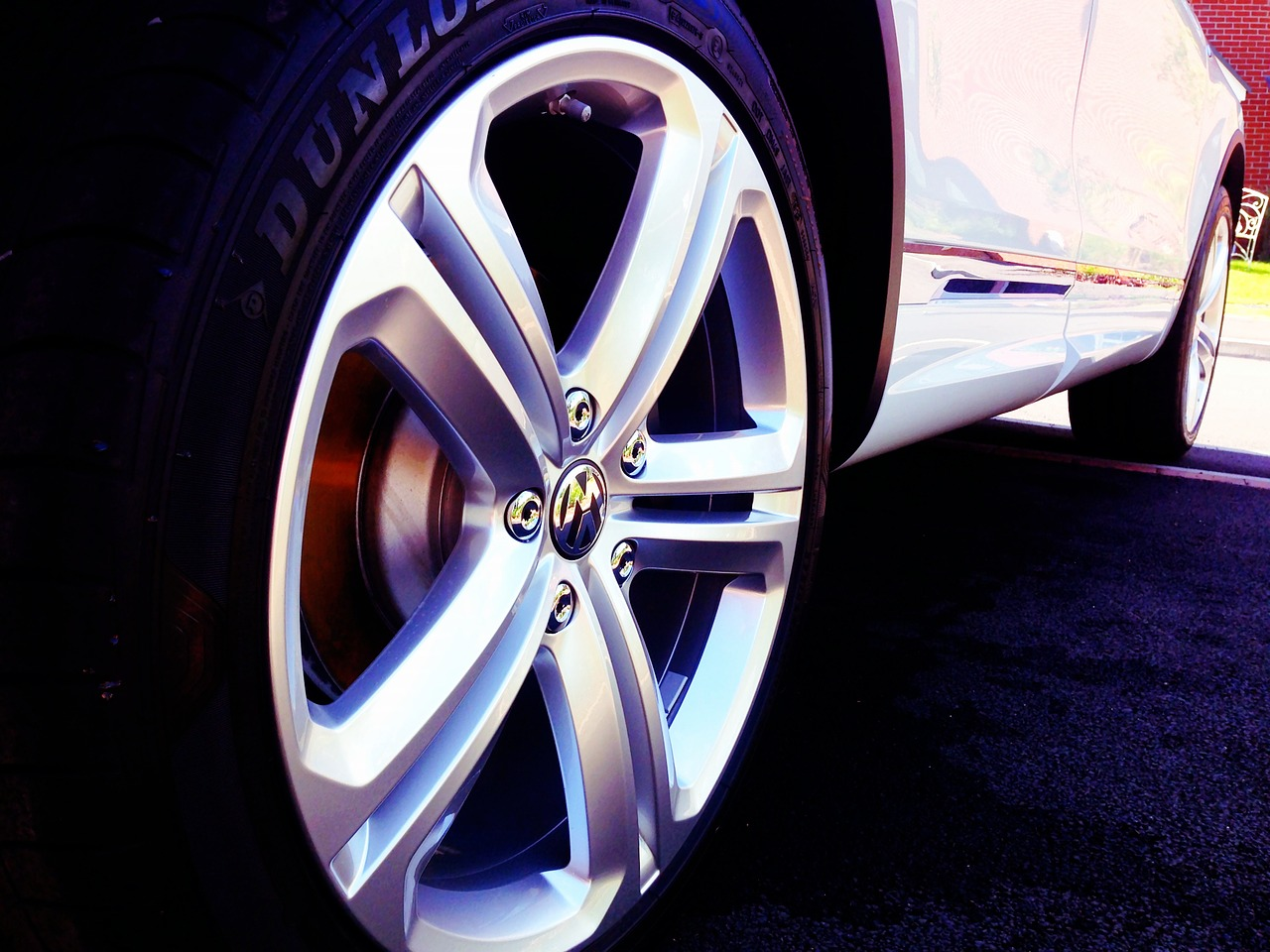 wheels-1545983_1280